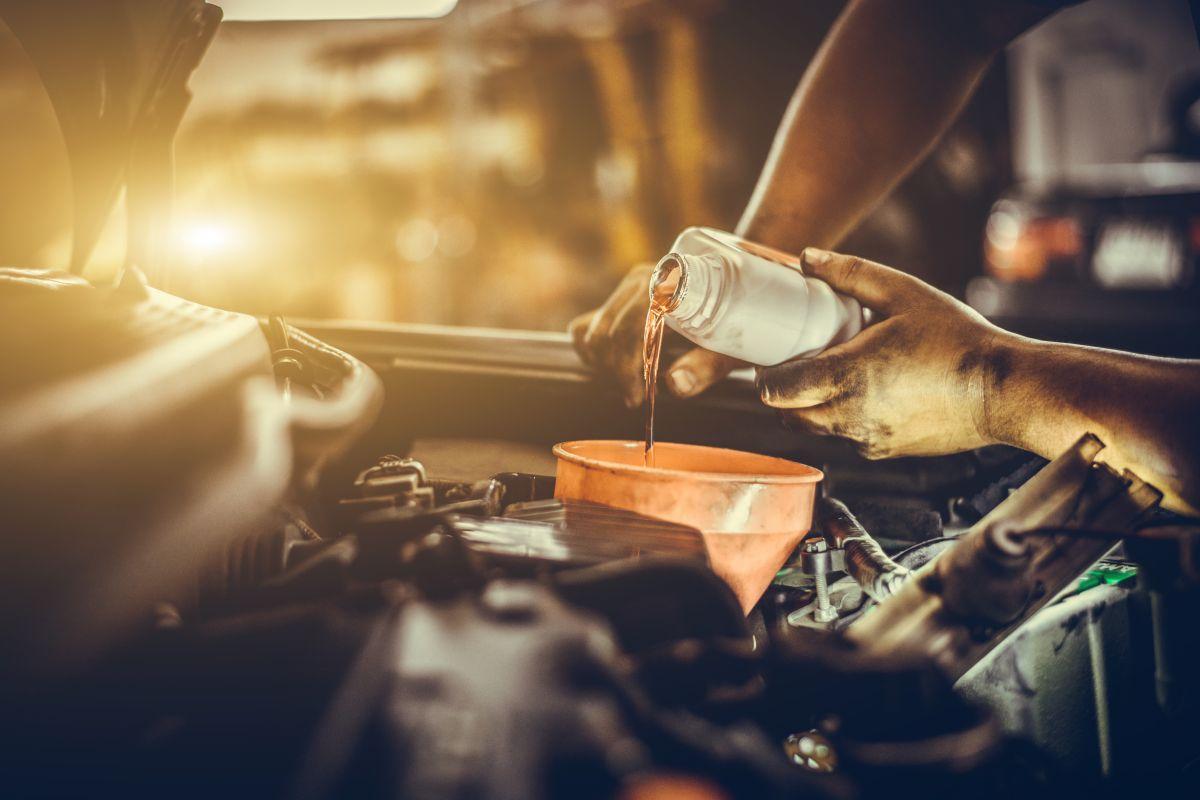 El aceite de motor de un auto viejo debe cumplir con características específicas.
