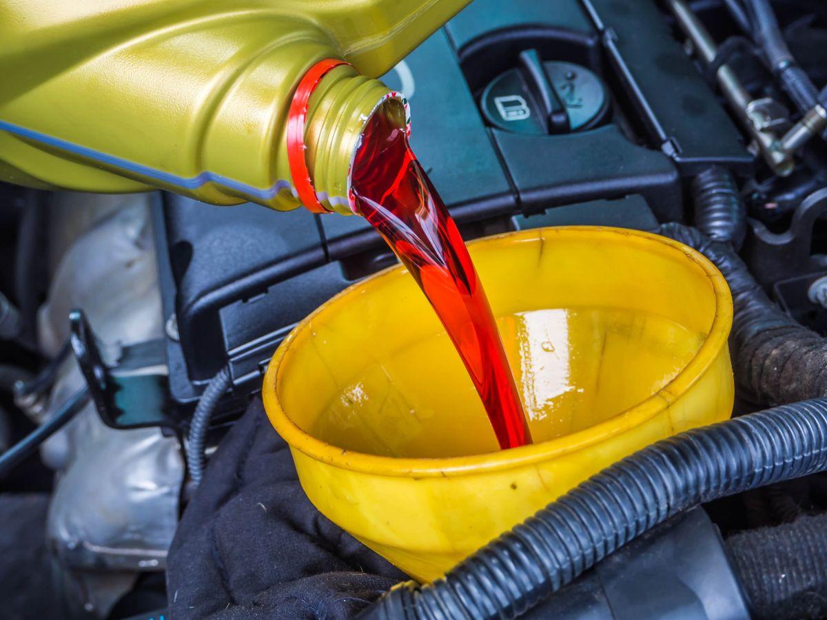 El aceite de transmisión es vital para el buen funcionamiento de todos los elementos metálicos