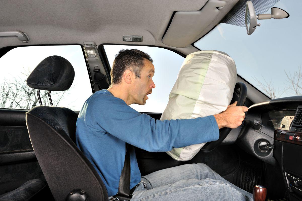 Las bolsas de aire puedes ayudar a salvar tu vida en caso de accidente, siempre y cuando se activen de forma correcta.