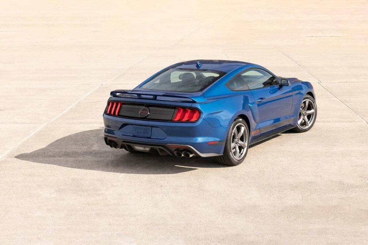 El Ford Mustang GT cuenta con un nuevo paquete de diseño especial llamado California que ofrece  un motor V8 e insignias especiales