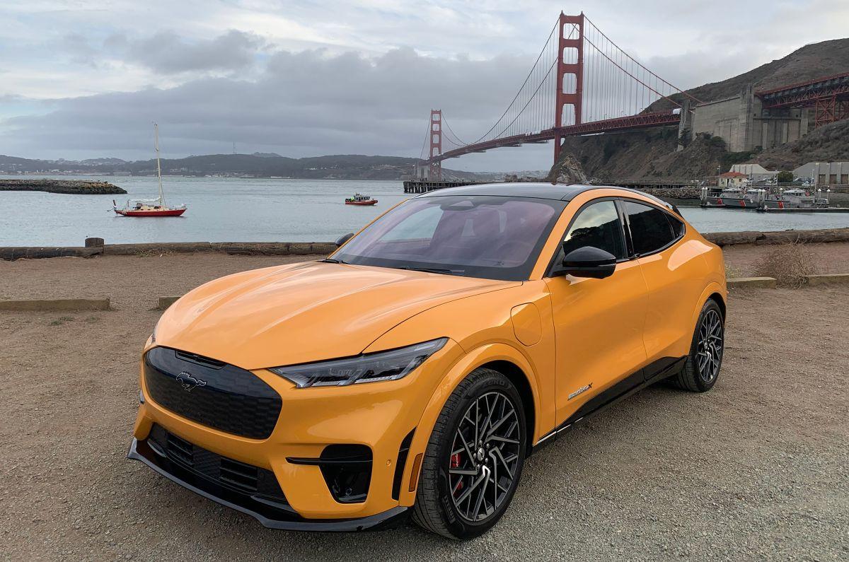 Ford acaba de lanzar las versiones más deportivas del Mustang Mach-E: el GT y el GT Performance.