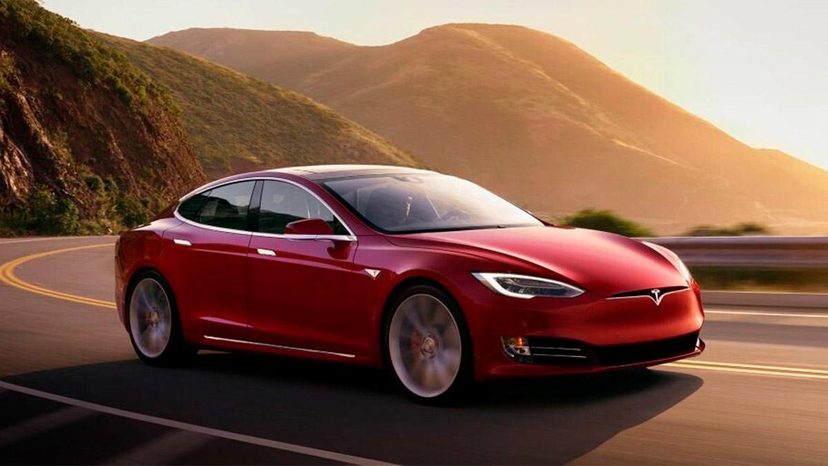 Tesla debe presentar información detallada de la actualización de su sistema FSD de conducción autónoma a la NHTSA.